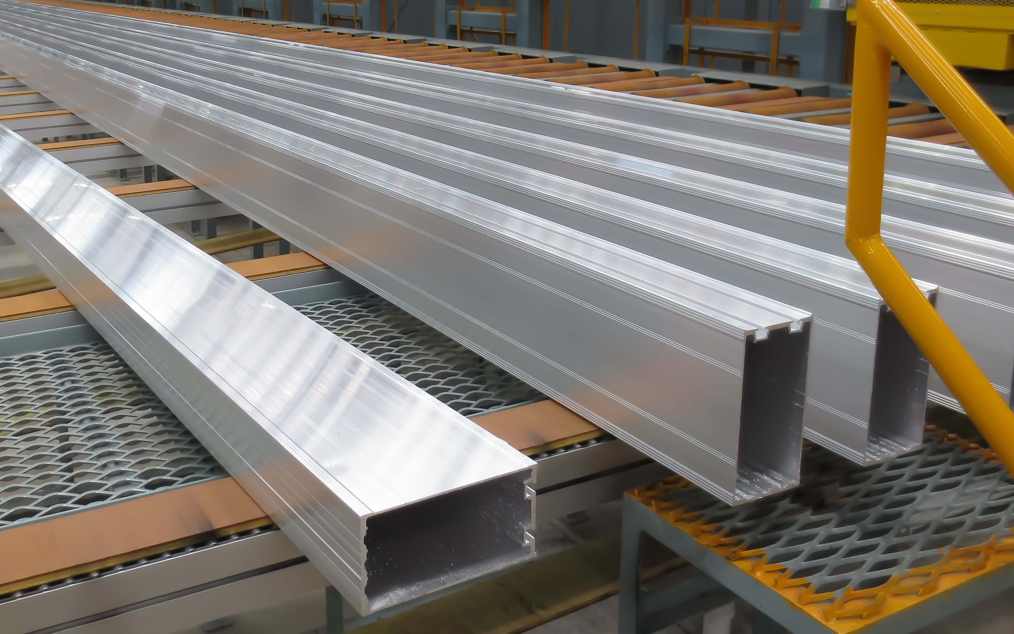 Aluminum lines on a conveyor belt in a factory.